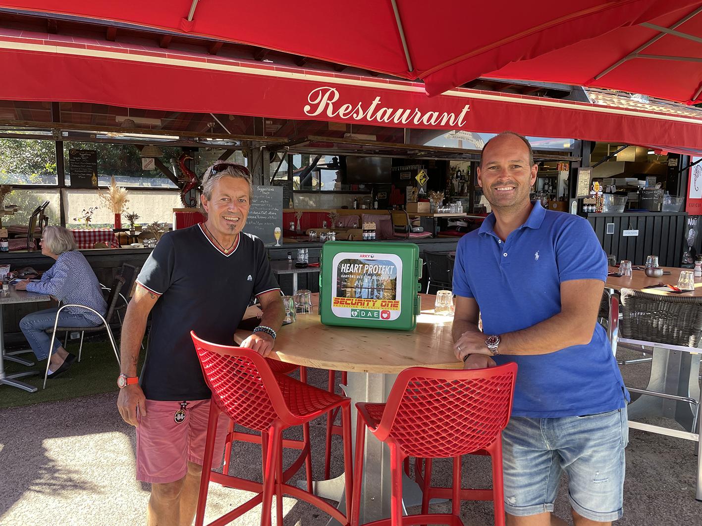 Le restaurant La Cazaute s'équipe d'un défibrillateur fourni par SECURITY ONE, le spécialiste prévention du Bassin